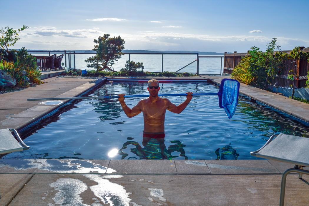 homme entretien piscine