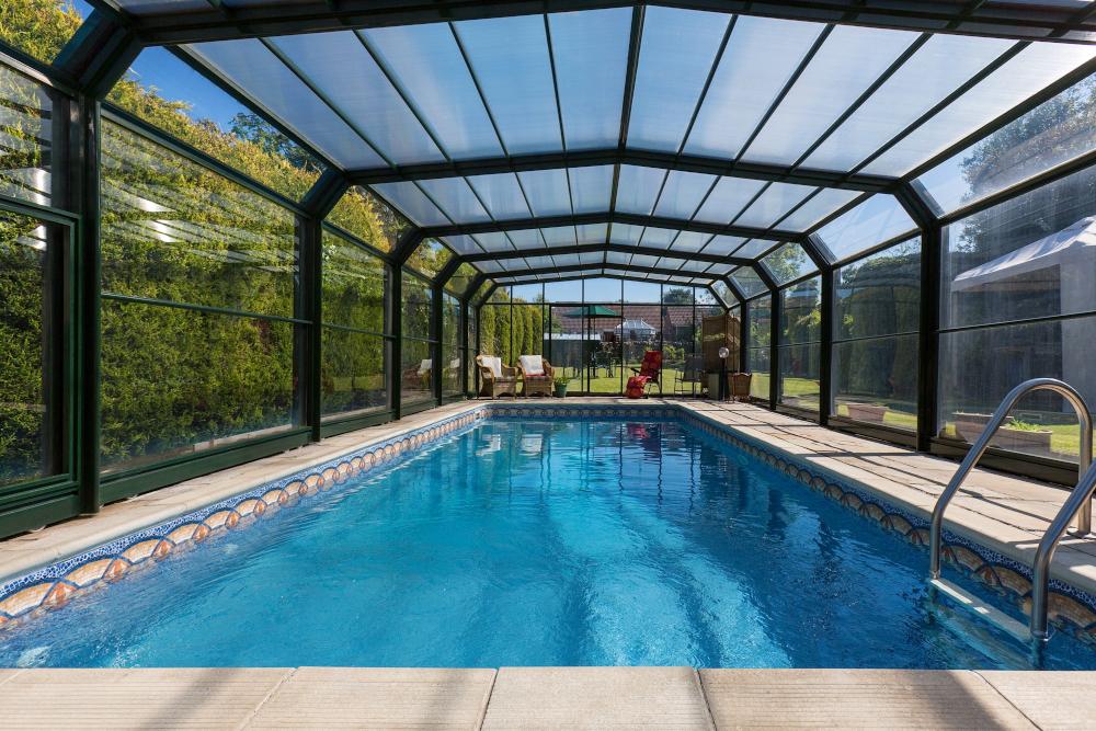 piscine couverte toit