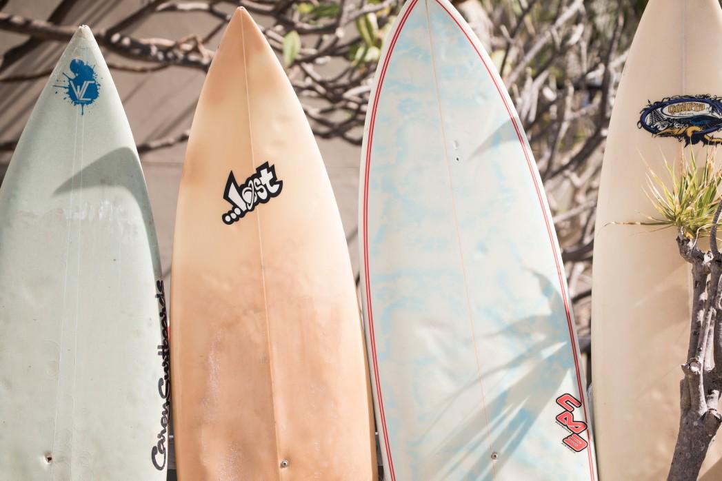 planche de surf époxy vs fibre de verre